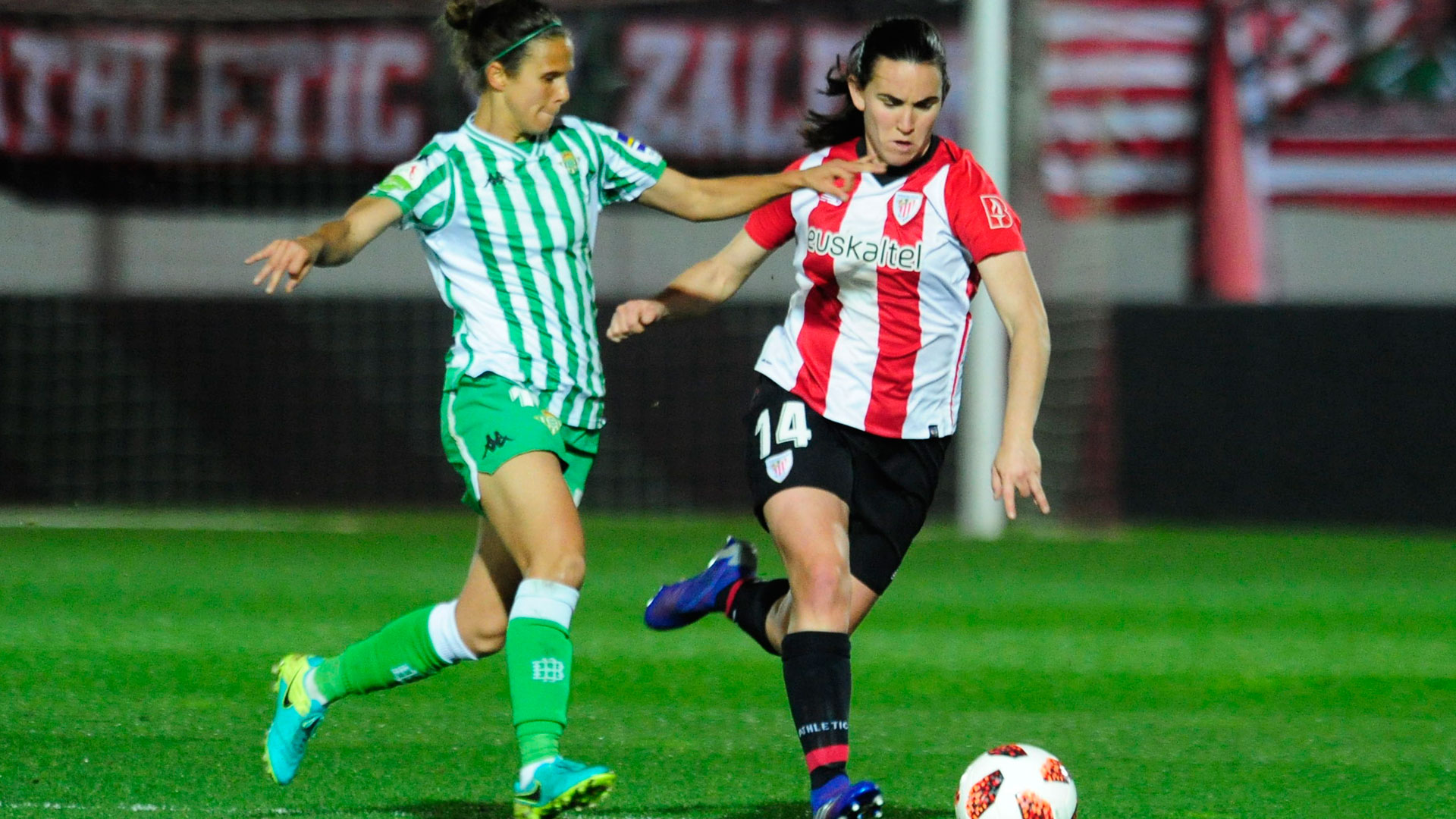 Eunate Arraiza, 200 matches in red and white