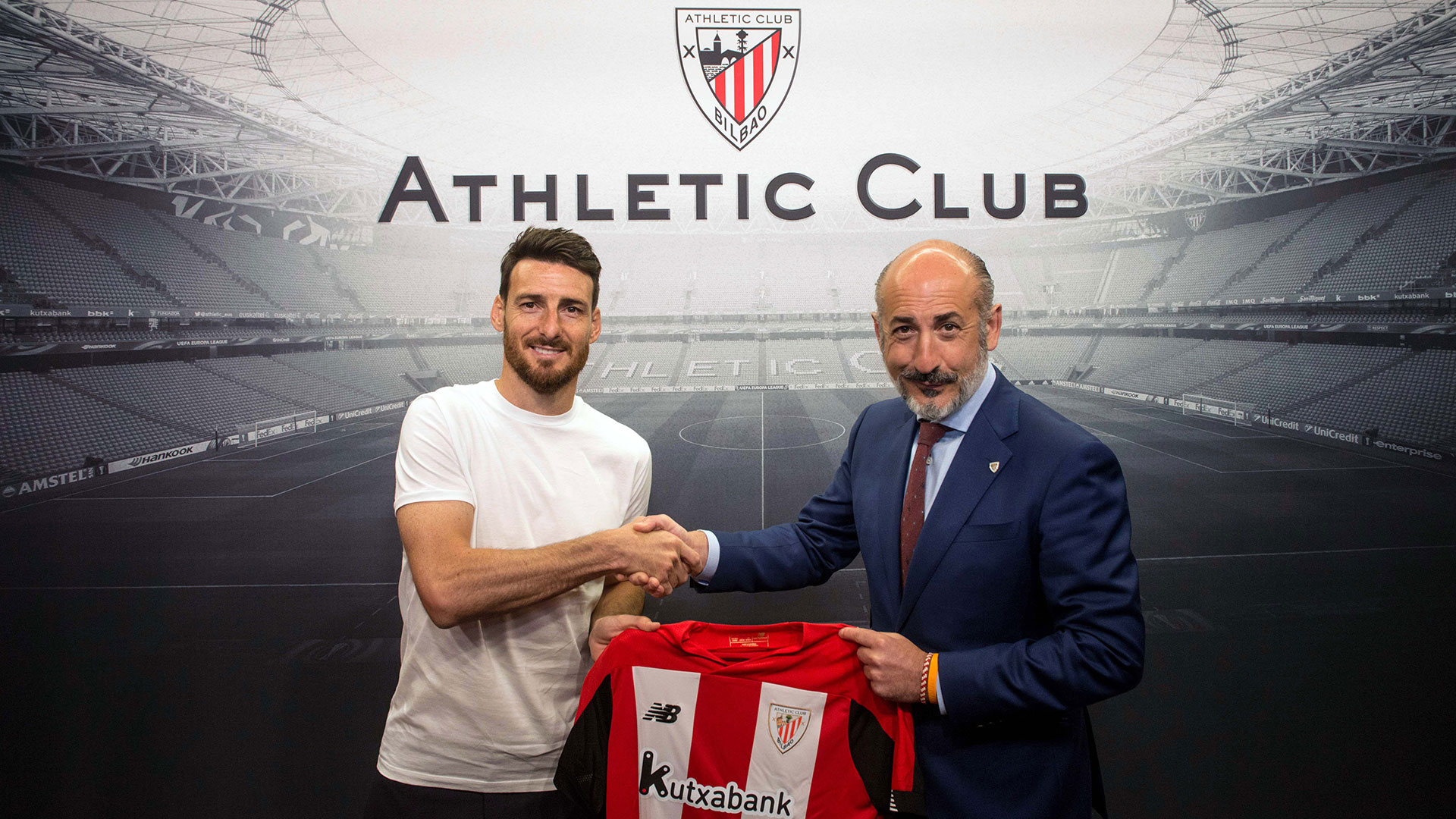 Aritz Aduriz will continue one more year as a lion