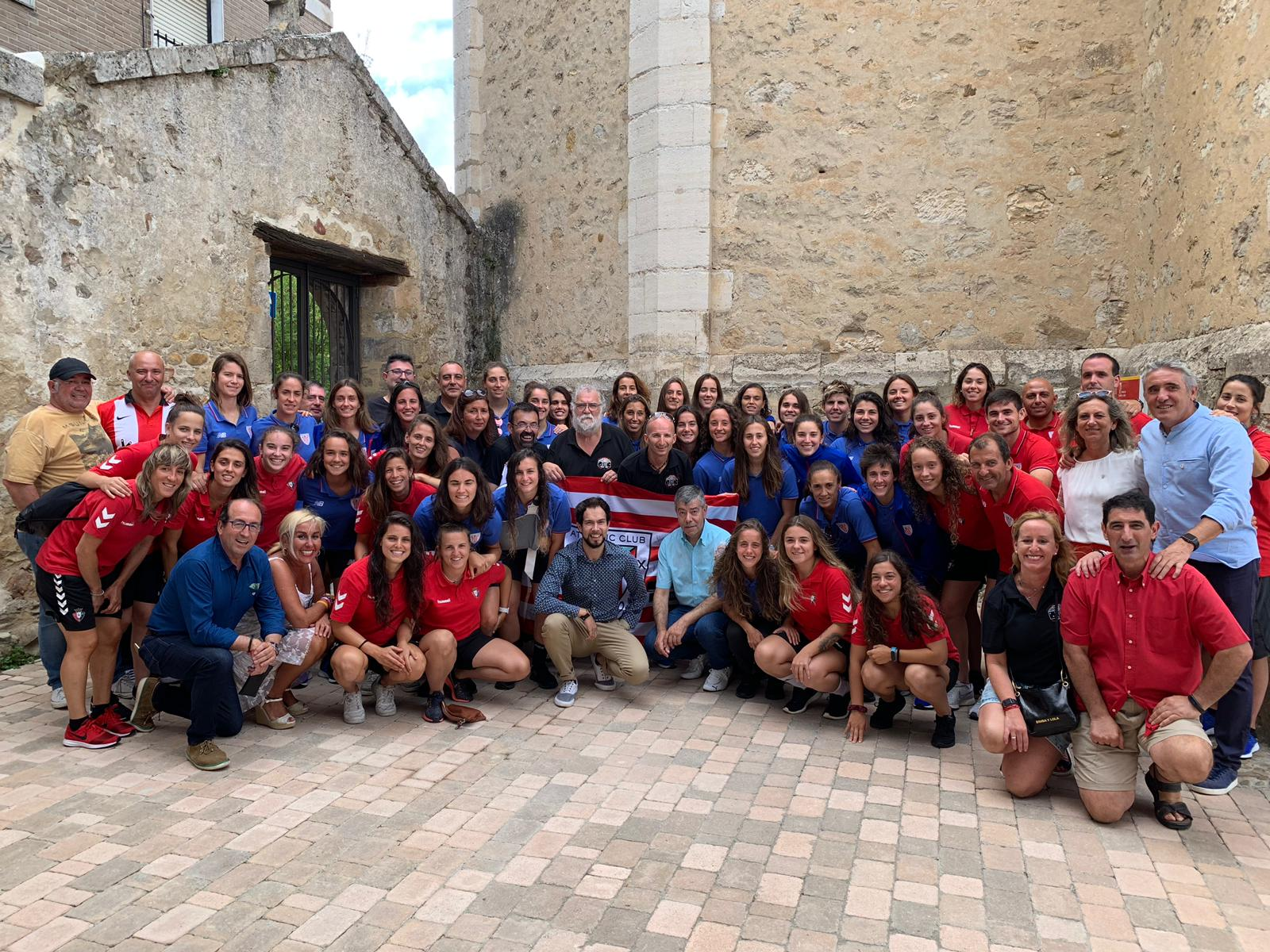 The Peña of Medina de Pomar, with the Athletic Club ladies' team
