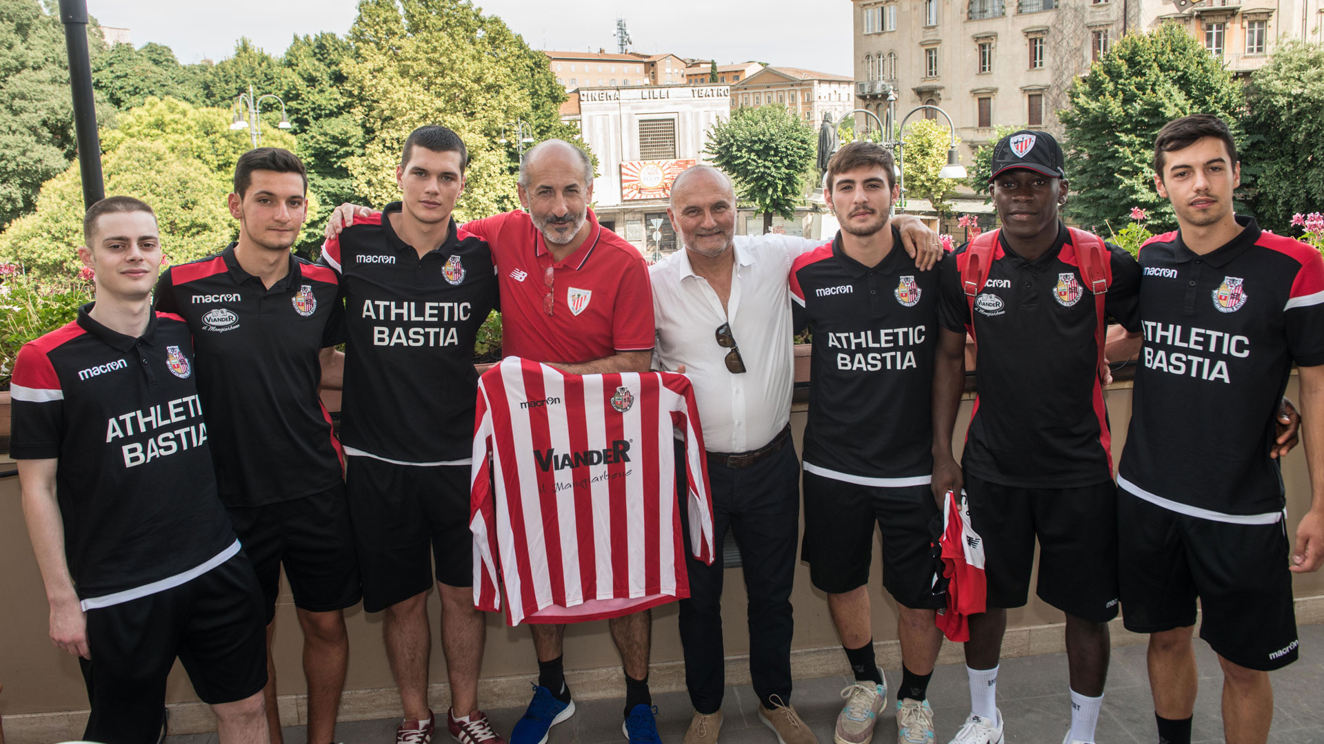 Red-and-white visits in Italy