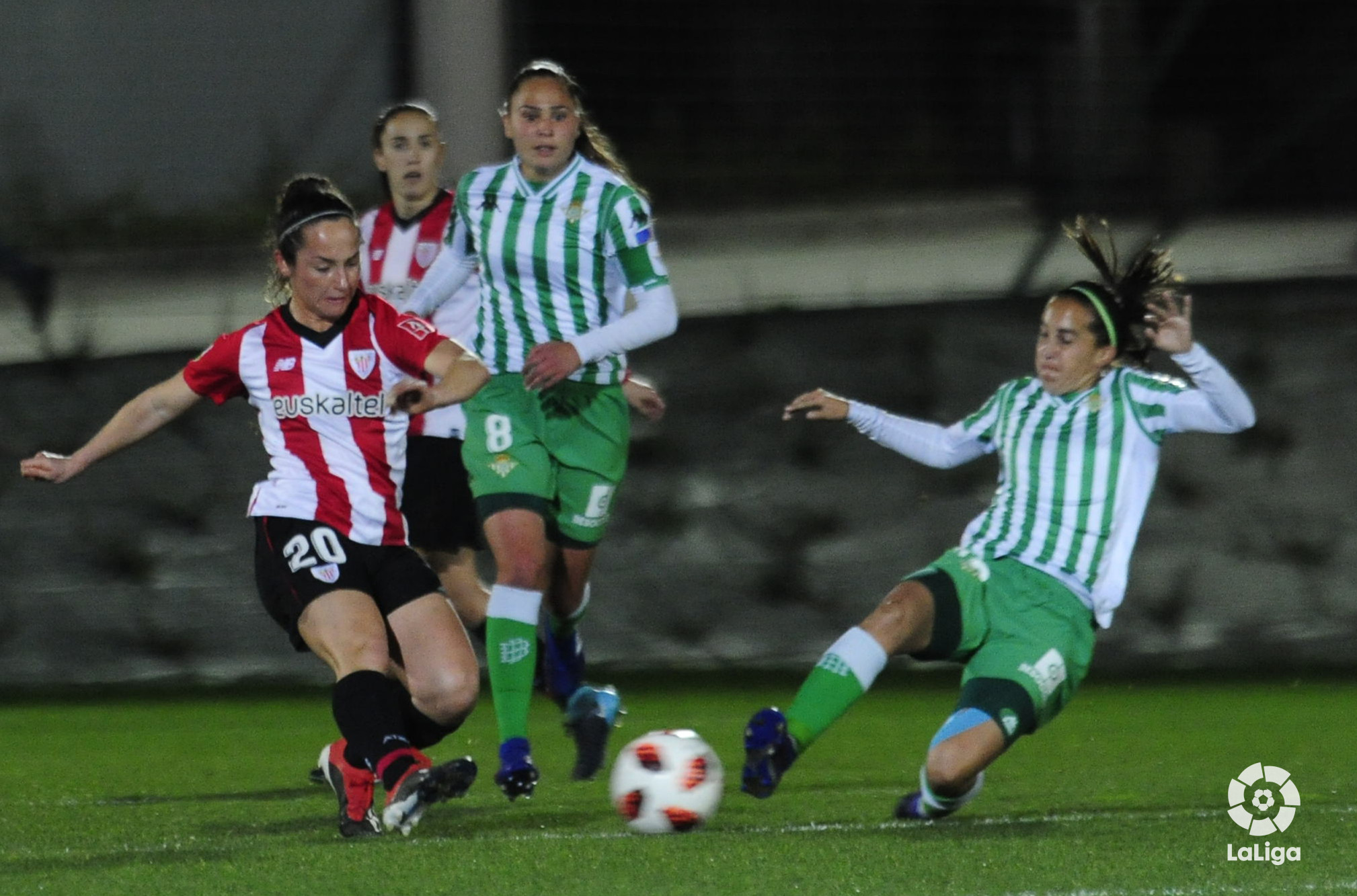 A needy Betis visits Lezama