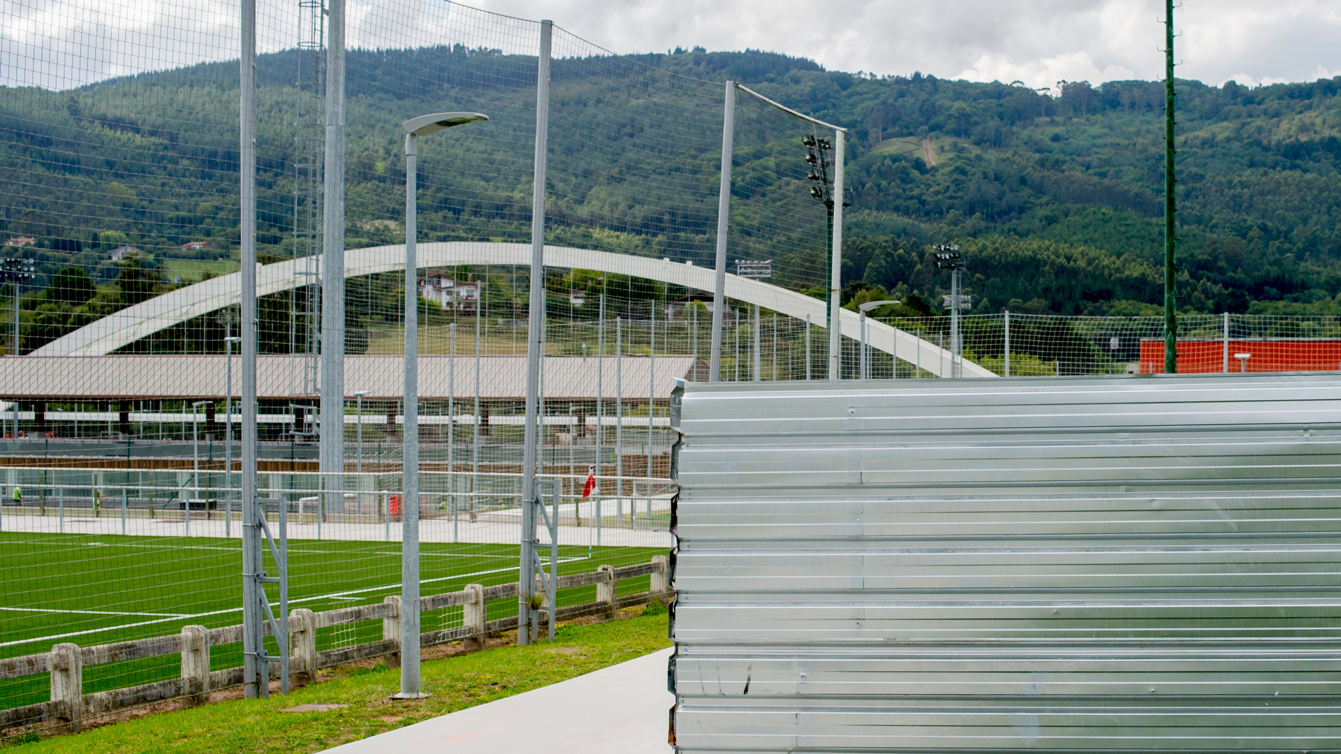 Tender: rigging the building for the first team in Lezama
