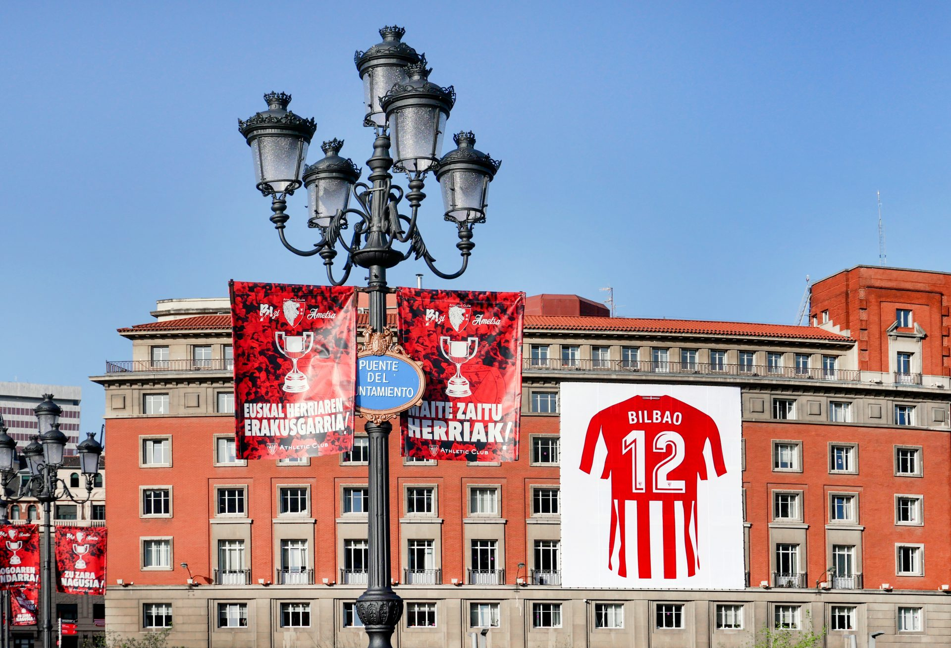 Bilbao and Biscay turn red and white for the Copa final