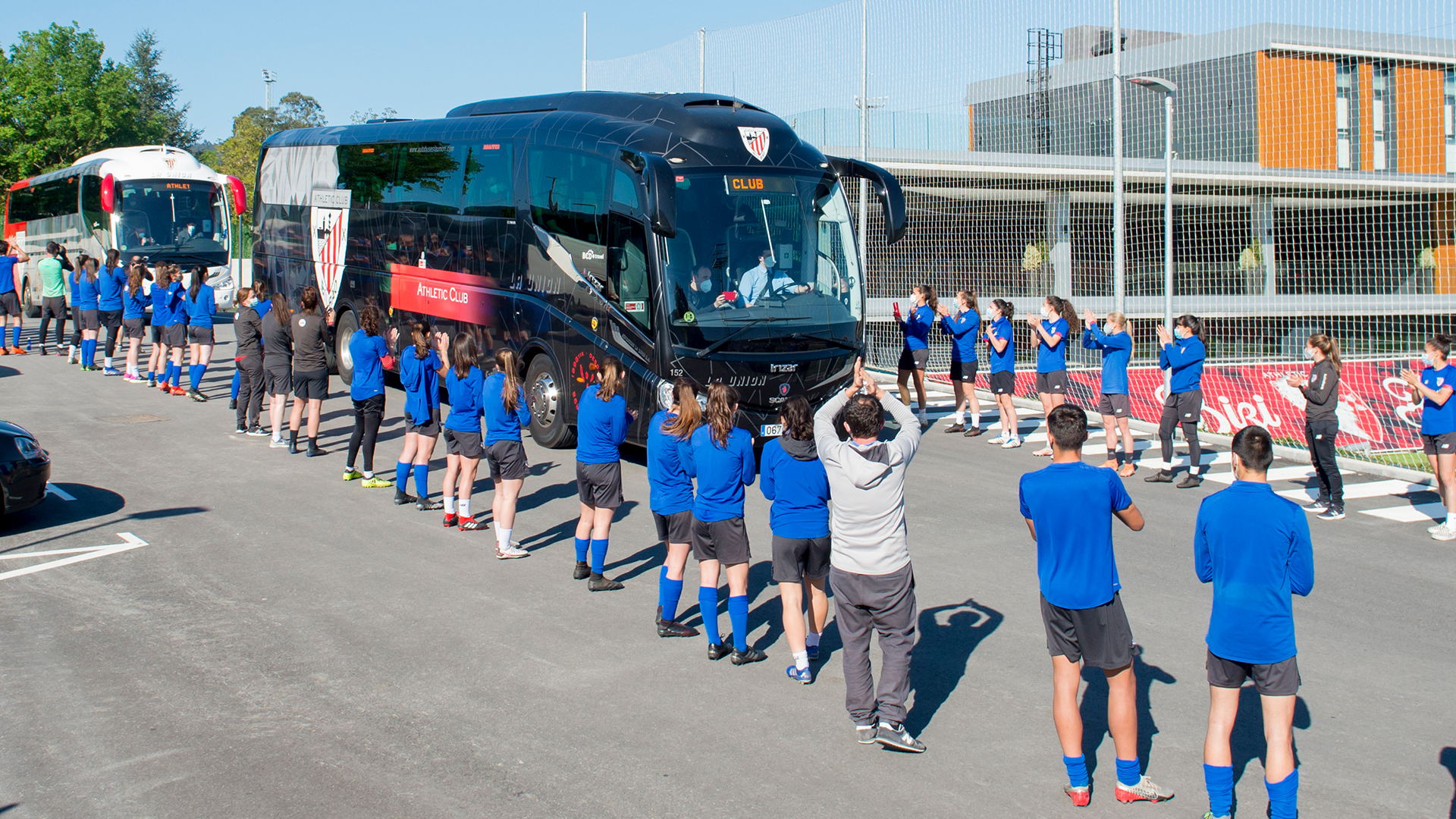 Athletic Club sets off for the Copa final