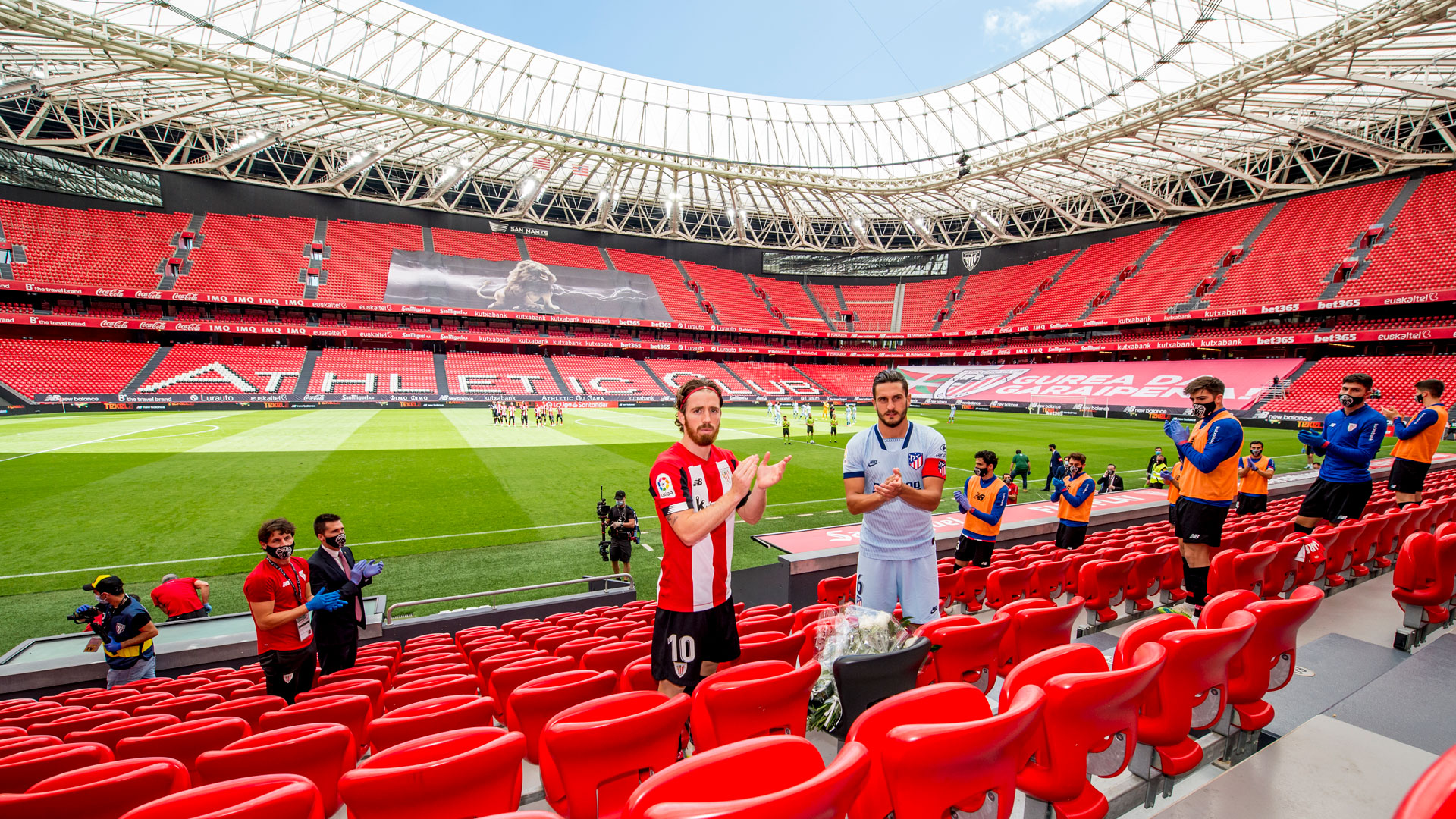 One year on from the first match without fans at San Mamés
